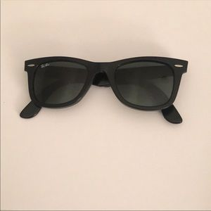 Black Ray ban Wayfarers with minor lens scratches!